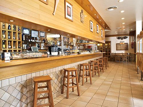 Pintxos almuerzos men del d a hostal lorentxo en for Barras para bares rusticos